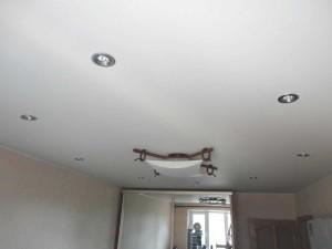 стандартный монтаж натяжного потолка матового